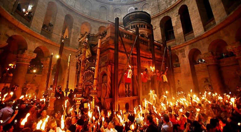 Sfânta Lumină a venit la Ierusalim și în 2016 (video)