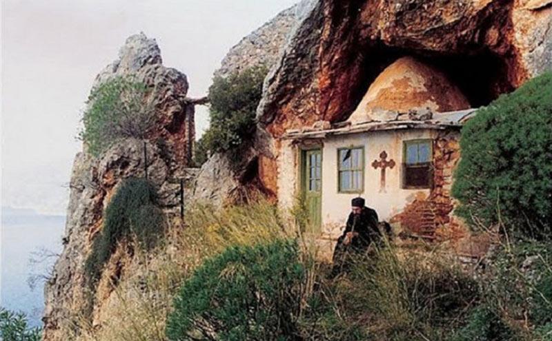 Pustia Sfântului Munte Athos