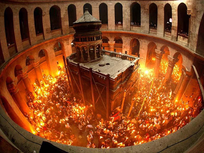 VIDEO: Sfânta Lumină a venit la Ierusalim și în 2017! Hristos a înviat!