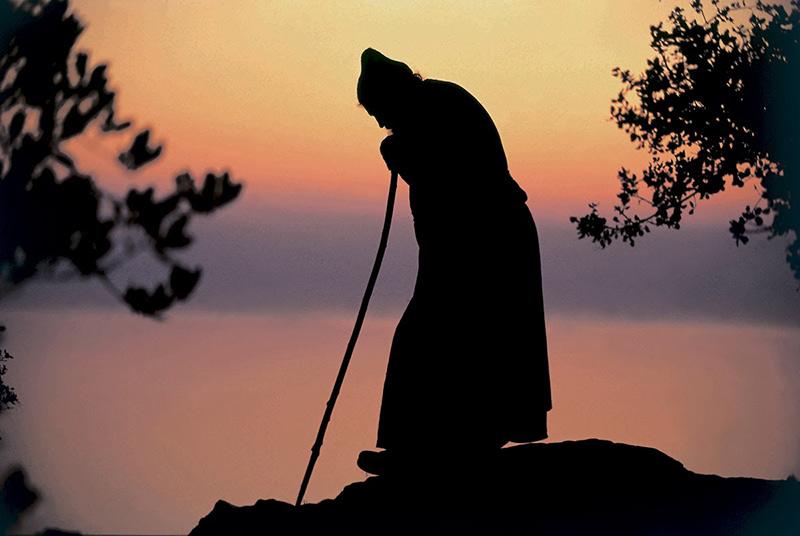 Smerita cugetare, discernământul și dragostea față de Stareț: o pildă de adevărată supunere