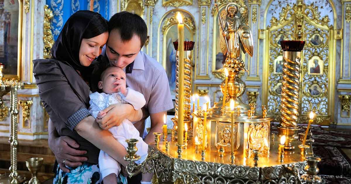 Familie fericită în Biserică