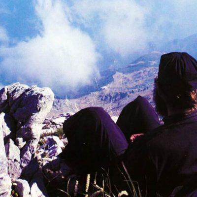 Călugăr pe vârful Sfântului Munte Athos